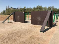Забор с наклонной доской